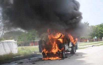 Se Incendia Camioneta de Empresa Lechera Afuera de Escuela Secundaria en Mante