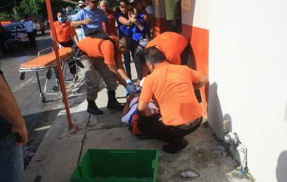 Motociclista Atropella a Viejito en la Avenida Rotaria; Ambos Terminan Heridos