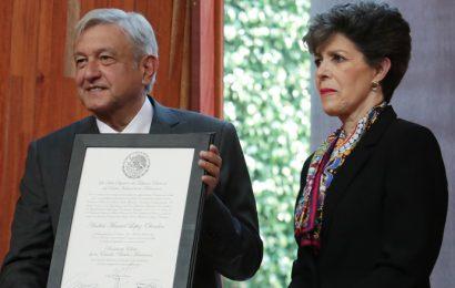 El TEPJF Entrega Constancia de Presidente Electo a Andrés Manuel López Obrador