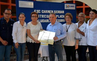 Entrega Leal Guerra Acreditación de Salud a Escuela Carmen Serdán