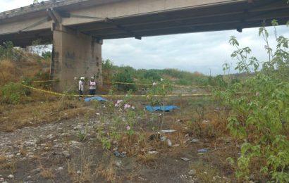 Motociclistas Chocan Contra Muro y Caen Desde lo Alto de un Puente; Hay Dos Muertos