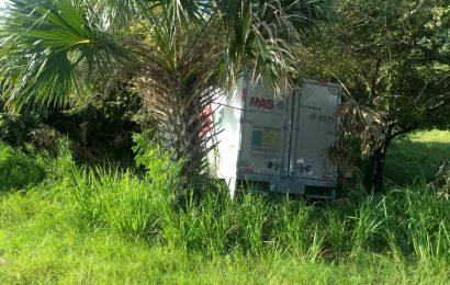 Camioneta Choca Contra Árbol, Hay un Prensado