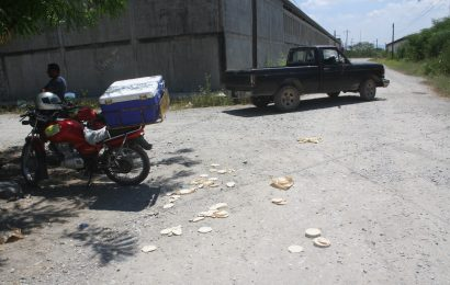 Mujer al Volante Embiste a Repartidor de Tortillas