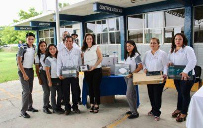 Noemy González Dona  Equipo para Habilitar Red Wi Fi Gratuita al Cbtis 98