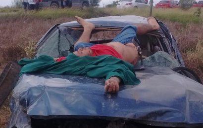 Hombre vive de milagro al volcar en Matamoros, pero lo reportan grave