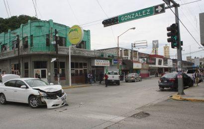 Choque Multiple en la Zona Centro de El Mante Deja Miles de Pesos en Daños