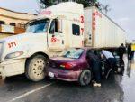 Madre e Hija Heridas al Ser Embestidas en su Auto por un Tráiler