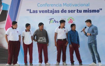 Imparten Conferencia a Estudiantes para Prevenir Adicciones