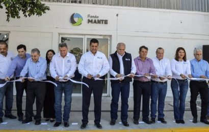 Gobernador Inaugura Maquiladora Textil