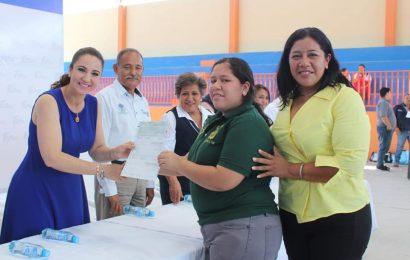 Alcaldesa Encabeza Entrega de Becas Propósito y Virtud a Estudiantes de Xicoténcatl