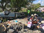Madre e hijos mueren en Volcadura