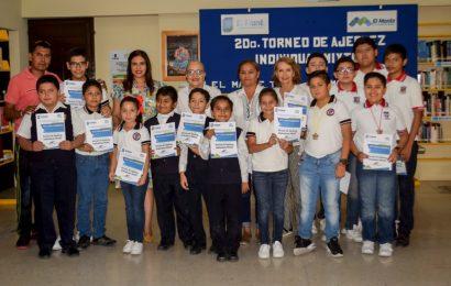 Dan Reconocimiento a Participantes en Torneo de Ajedrez