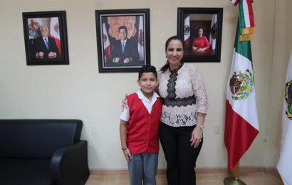 Noemy González Entrega apoyo a niño talento para que asista a Torneo Nacional