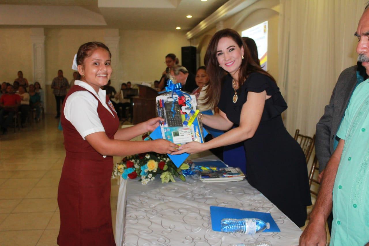 Reafirma Noemy González Compromiso con la Educación