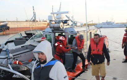 Marina rescata a nueve personas de una embarcación en Ensenada, BC