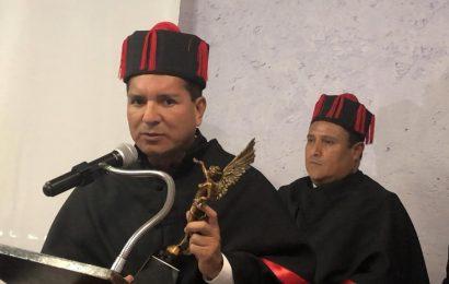 Distinguen con el Ángel de la Independencia al Rector de la UNT Francisco Chavira Martínez