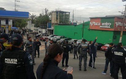 Ve AMLO Mano Negra en Manifestación de Policías