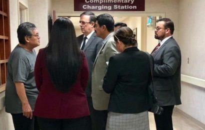 Ebrard dialoga con familiares de víctimas de tiroteo en Texas
