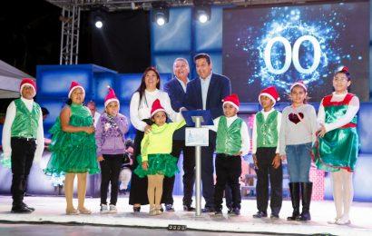 Gobernador Enciende Pino y da Inicio a Festejos Navideños