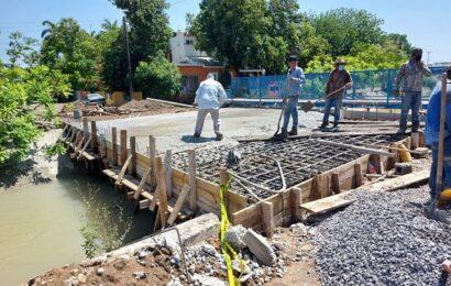 Notable avance tiene construcción de puente vehícular
