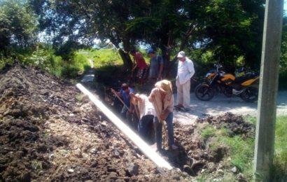 Municipio y Pueblo Instalan Desagües a Predios Inundados