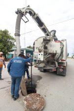 Se llevan a cabo trabajos de desazolve con equipo vactor