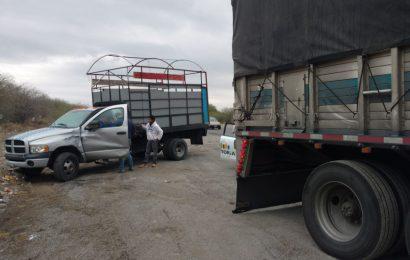Trailer «bota el cambio» y le Pega a Camión Estacionado Hiriendo a su Conductor