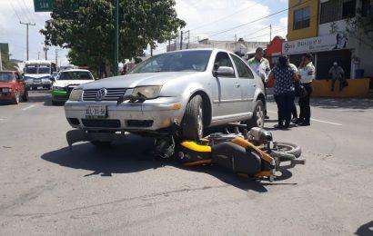 Auto Aplasta Motocicleta, Conductor la Libra
