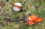 Motosierra lo Mata al Caerle en la Cabeza; se le Soltó a Compañero que Podaba un árbol