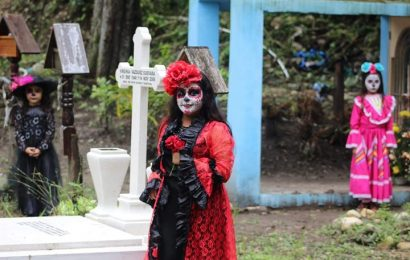 Ejido La Muralla Revive Tradiciones Con Procesión del Día de Muertos