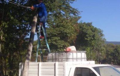 Ayuntamiento de Ocampo Rehabilita Luminarias y Reparte Agua en Comunidades