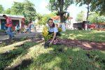 Colabora Noemy González en Remozamiento de la Plaza