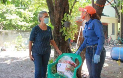 Lleva Noemy González Apoyos Alimenticios a Vecinos de la zona Centro